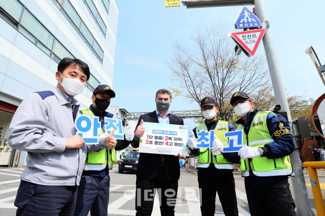 `운전 중 휴대폰 금지`..한국지엠 `주의태만운전 방지 캠페인`