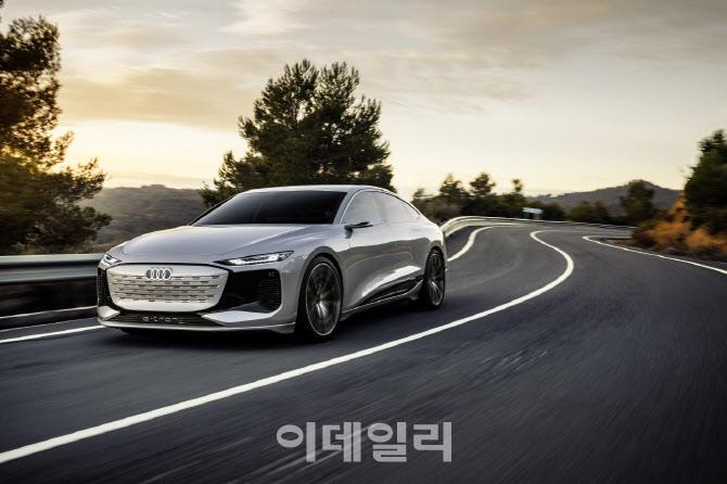 아우디, 오토 상하이서 e트론 콘셉트카 등 4개 신제품 공개