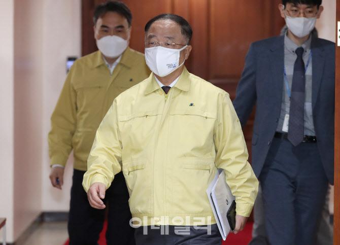 [포토] 중대본 참석하는 홍남기 총리 대행