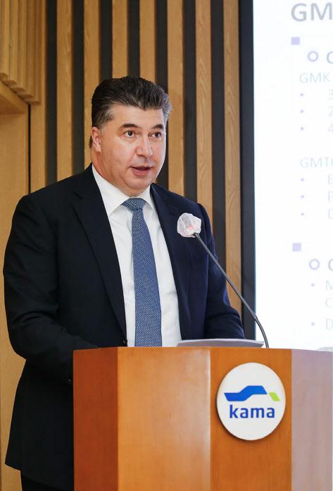 `해외도피 의도 없다는데`..카젬사장 출금 고집하는 韓정부