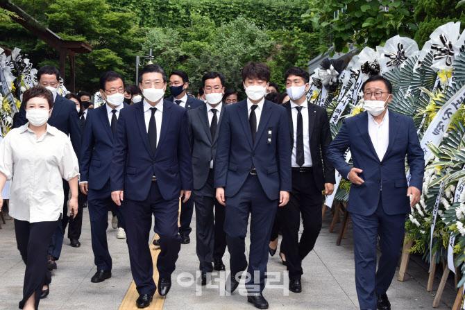 [포토]장례식장 나서는 이준석 대표