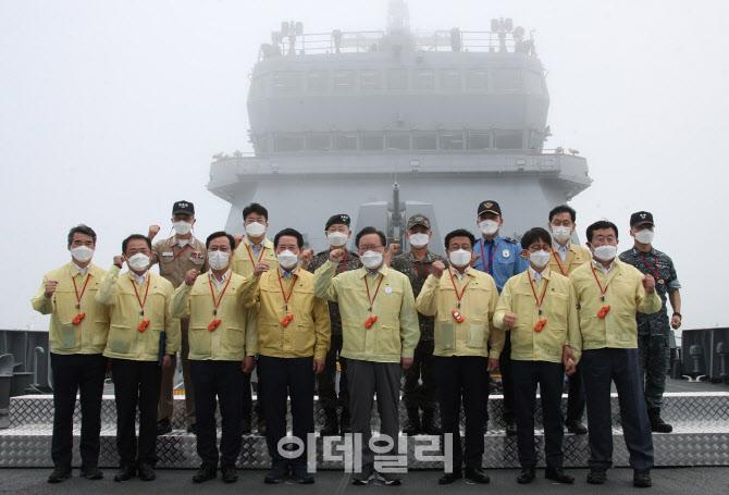 [포토]김부겸 총리, 도서 지역 백신접종 현장 방문