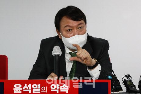 대검, 尹 '고발 사주' 의혹 조사 착수…추미애-한동훈은 여론전