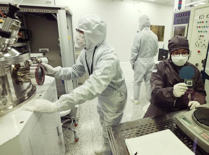 산업계 `韓, 반도체 강국 지위 흔들…일관성 있는 정책 지원 필요`