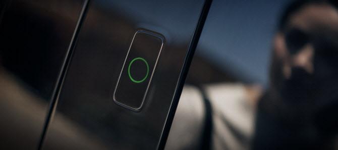`키없이 얼굴로 車문 연다`…또 한번 기술 앞서간 현대차