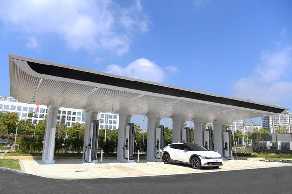 `초급속에 무선충전까지`…친환경차 충전 인프라 확대하는 현대차