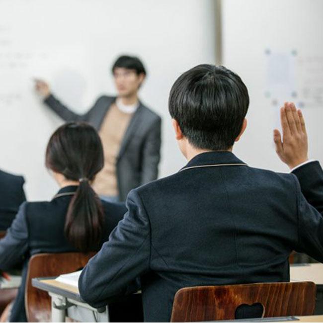 """교생 실습 나간 대학생들..""""우리는 학생인가, 교사인가요"""""""