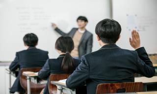 """교생 실습 나간 대학생들..""""우리는 학생인가요, 교사인가요"""""""