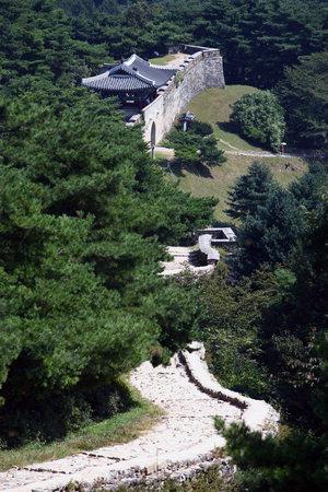 충북 청주 '상당산성', 하늘과 맞닿은 성곽