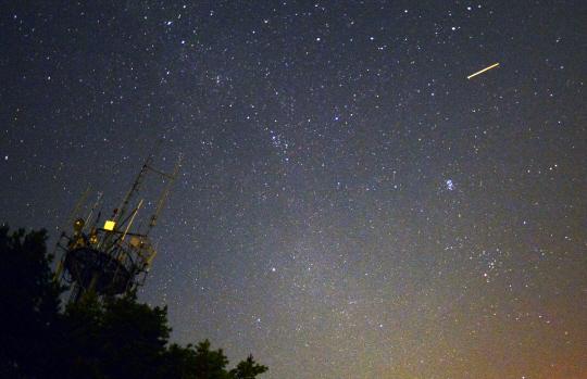 밤하늘 페르세우스 유성우