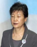 朴, '특활비 상납'·'공천개입' 징역 8년…국정농단 포함 '32년'(종합)
