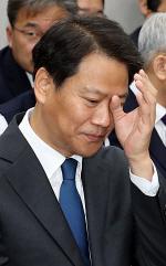 """임종석 """"많이 약하다""""...''선글라스 시찰'' 지적에 신체적 약점(?) 공개"""