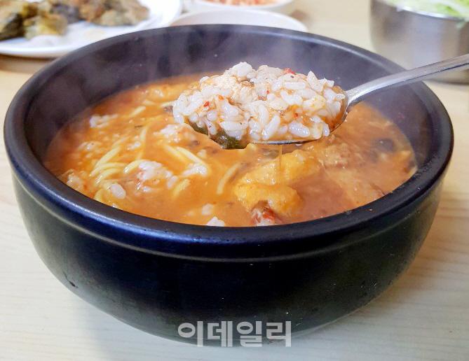 [강경록의 미식로드] 세월 주름 깊게 밴 원조 보양식 '추어탕'