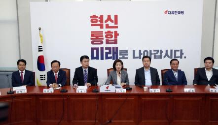 """'文성토대회'…""""얻다대고 독재자 후예냐"""" """"ICBM은 장도미사일?"""""""