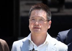 윤중천, '강간치상 혐의' 구속…김학의 성범죄 규명 탄력