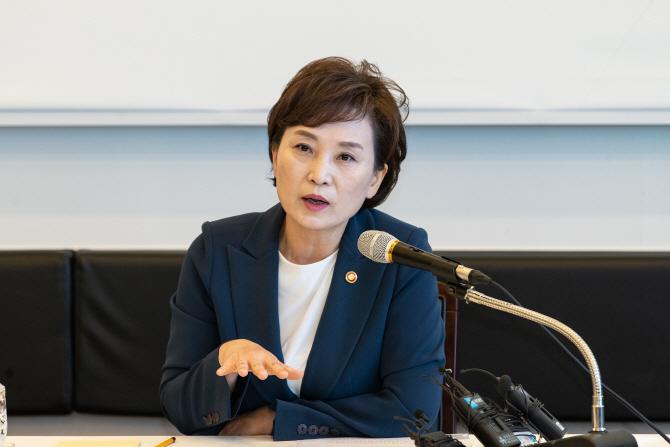 """김현미 """"일산 집값 1억원 하락 사실아냐"""""""