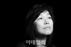 """'표절논란' 신경숙 4년 만 활동 재개…""""쓰라린 시간이었다"""""""