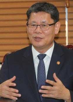 """천태종 총무원장, 통일장관 만나 """"대북 지원, 여론 살펴 추진해야"""""""