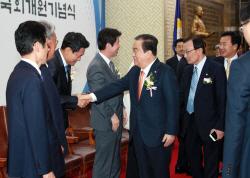 [포토]여야 지도부와 인사하는 문희상 국회의장