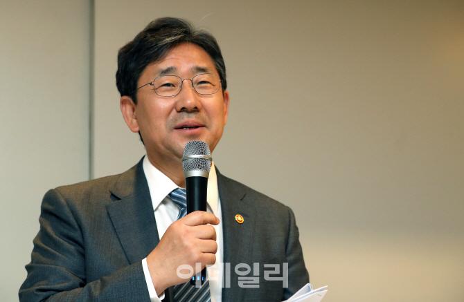 """박양우 문체부 장관 """"우리 선수와 코치진, 자랑스럽다"""""""