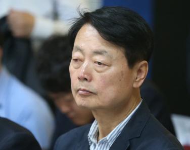 """한선교, 한국당 사무총장 전격 사퇴…""""건강상의 이유"""""""