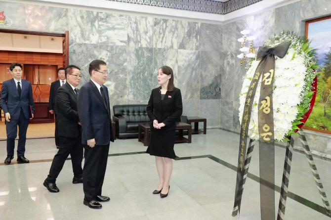 """김진태 """"김정은 조화 보존? 박지원, 북조선 택배기사냐"""""""
