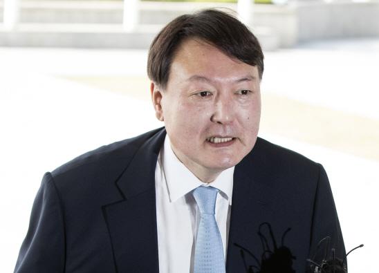 文대통령, 새 검찰총장에 '칼잡이 강골검사' 윤석열 파격 발탁