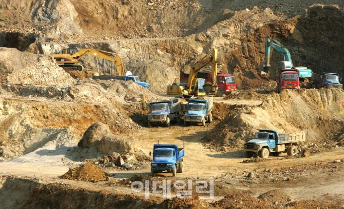 """中정부 """"희토류는 전략자원"""" 수출 통제 예고"""