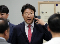 """'강원랜드 채용비리' 권성동 1심 무죄…""""증명 안 돼"""""""
