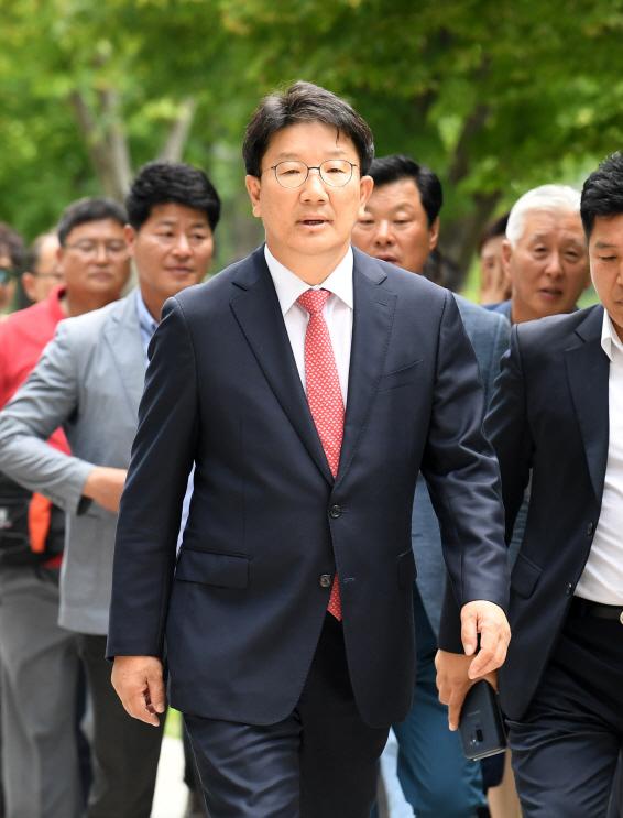 """'강원랜드 채용비리' 권성동 1심 무죄…權 """"정치 탄압 기소"""""""