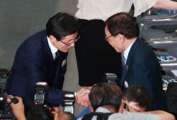 [현장에서]질문 회피 시작한 황교안, 불통 '박근혜 길' 자처하나