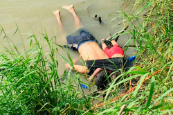 아빠품도 막지 못한 비극...美국경 넘다 이민자 부녀 익사