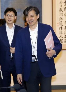 '조국 법무장관' 개각설 확산…文 선택 최종 변수
