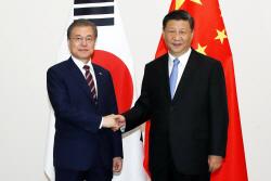 """文대통령 """"비핵화 중국 역할 감사""""…시진핑 """"한반도 평화 기여"""""""