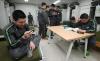 병 휴대전화 사용…보안사고 없어, 도박·유해사이트 접속은 문제