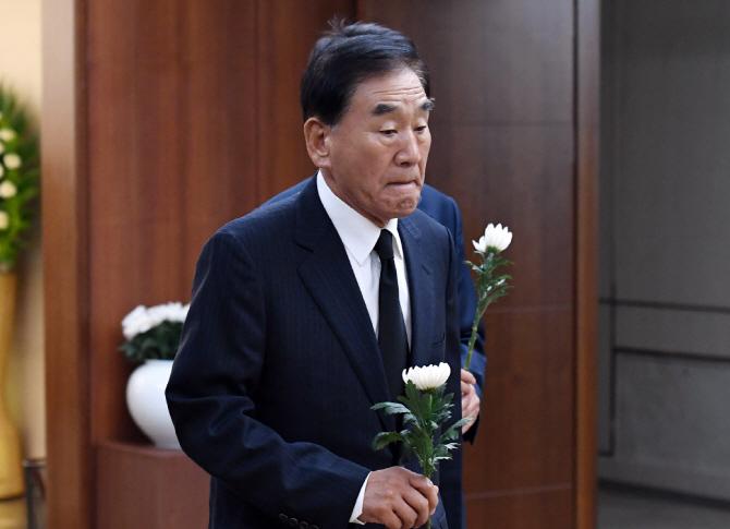 """갑작스레 떠난 정두언…MB, 10년만에 손길·옛 동지들 """"정신 멍해""""(종합)"""