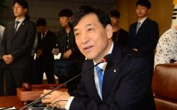 [포토]한은 금통위 개최, '질문에 답하는 이주열 총재'