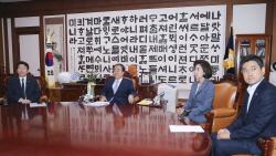 [포토]국회의장-여야 원내대표 회동, '7월 임시국회 소집 논의'