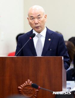 """사임하는 이효성 """"방송과 통신 정책·규제, 방통위로 일원화돼야""""(상보)"""