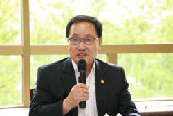 """유영민 """"가계통신비 1.8조 절감..SW 진흥 아쉬워"""""""