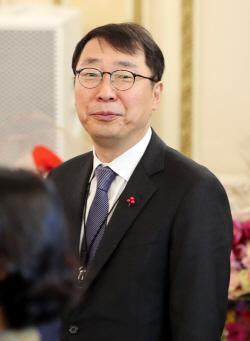 """""""아베에 '주권' 언급 文대통령, 어느때보다 단호"""""""