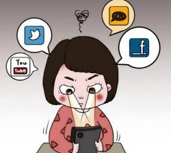 """사고 노출된 초등생들…10명중 8명 """"건널목·골목서 스마트폰 사용"""""""