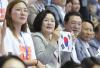 """""""사진 하나 찍을까요""""…광주수영대회 응원 나선 김정숙 여사"""