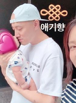 """박서원·조수애 부부, 2세 공개…""""단란한 가족"""""""