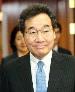 [포토]'제2차 규제자유특구위원회' 입장하는 이낙연 총리