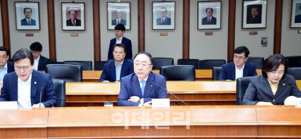 휴가 잊은 장관들…日 '화이트리스트 배제' 대응 총력