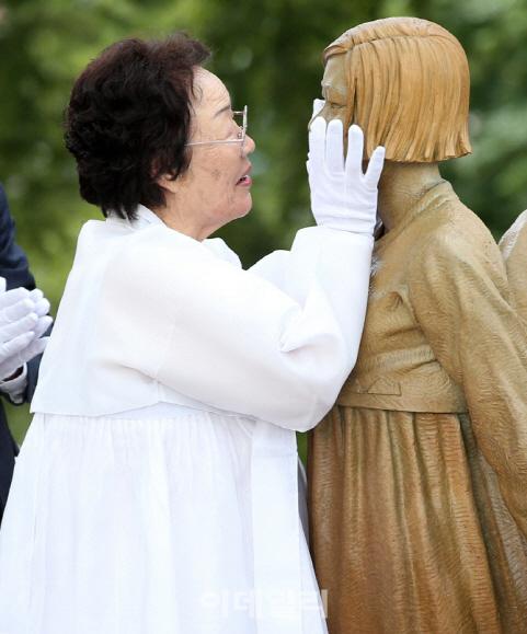 """'반일 종족주의'에 이용수 할머니 """"자발적 위안부? 사죄하라!"""""""