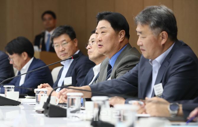 2019년 기업환경정책협의회, '인사말하는 백재봉 위원장'
