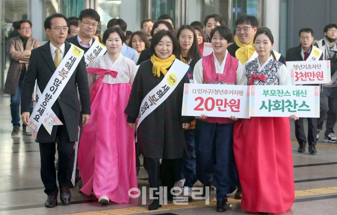 심상정 정의당 대표, 서울역에서 설 귀성인사 나서