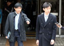 [포토]이재웅 쏘카 대표, 답변은 운영사 VCNC 박재욱 대표가